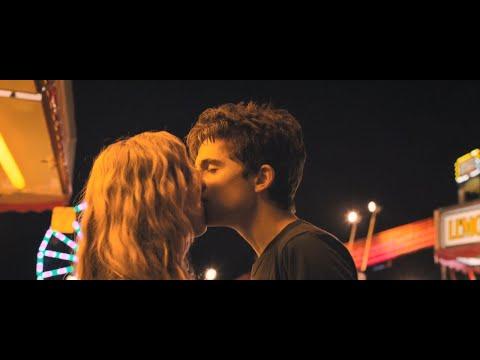 Поцелуй с Тимоти Шаламе — Жаркие летние ночи, 2017