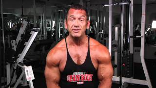 Lee Labrada Shows How To Train Abs: Lee Labrada's Short Ab Workout