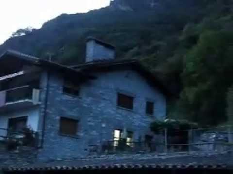 Abendglocken in Someo, Maggiatal, Tessin - die blaue Stunde  Herrlich melancholische Stimmung