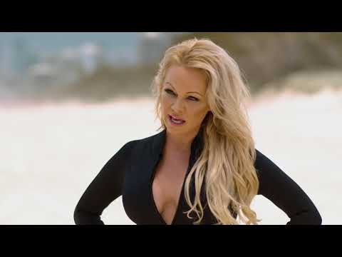 Don Stuck - WATCH: Pamela Anderson Is Running On The Beach Again!