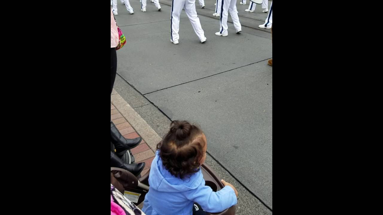Excited baby during Disneyland Parade - YouTube