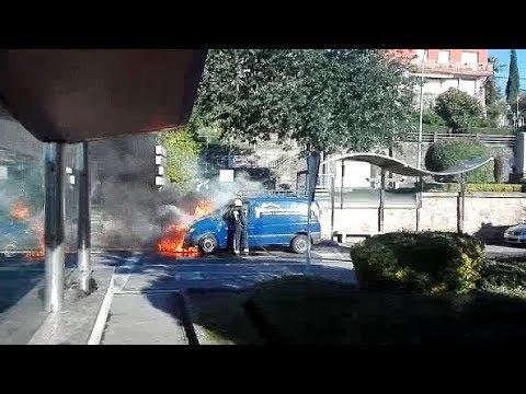 Arde una furgoneta en las inmediaciones del puente de A Barca