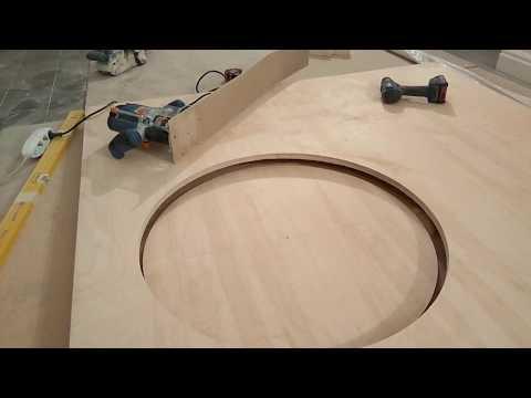 Фрезеруем фанеру. Вырезать круг большого диаметра. Быстрое решение для  ручного фрезера