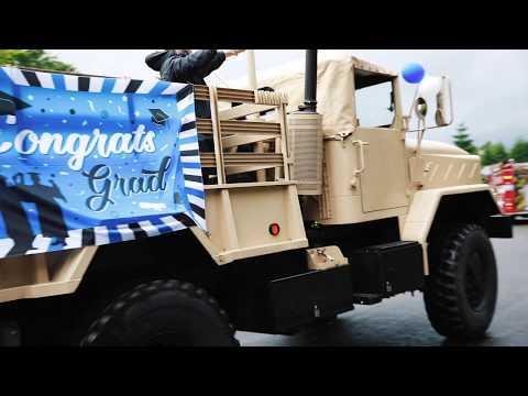 La Center High School seniors celebrate graduation parade-style