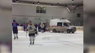 Хоккеист умер во время матча в Новосибирске