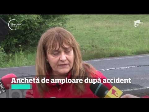 Bărbatul rămas captiv sub autocarul răsturnat pe un drum din Braşov a fost operat