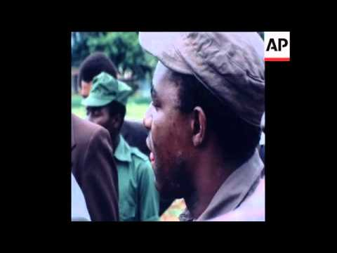 SYND 10/11/80 MINISTER TEKERE RETURNS TO FARM WHERE HE IS ACCUSED OF MURDERING WHITE FARMER