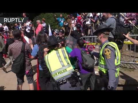 Choques entre supremacistas blancos y quienes se manifiestan en contra de ellos en Charlottesville