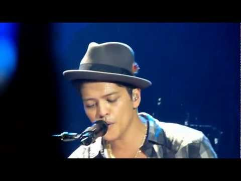 Bruno Mars - Lighters - live Manchester 2 november 2011 - HD