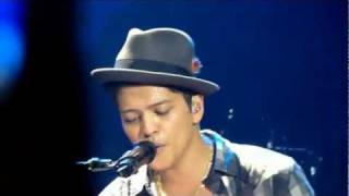 Bruno Mars - Lighters - live Manchester 2 november 2011 - HD