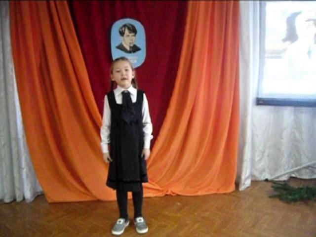 Изображение предпросмотра прочтения – ПолинаПетруничева читает произведение «Черёмуха» С.А.Есенина