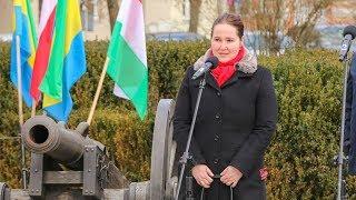 'Polak Węgier dwa bratanki i do szabli i do szklanki'