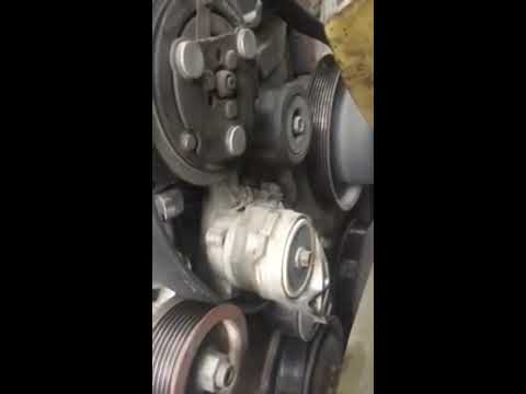 2005 International 4300 Dt466 bad idle pulley  YouTube