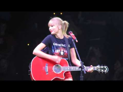 """Our Song"" - Taylor Swift (Surprise B-Stage Acoustic) Performance in Nashville 9/19/13"