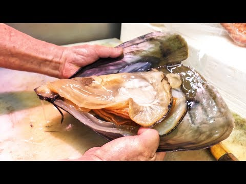 Japanese Street Food - GIANT MUSSELS + Seafood and Street Food of Nishiki Market in Kyoto, Japan