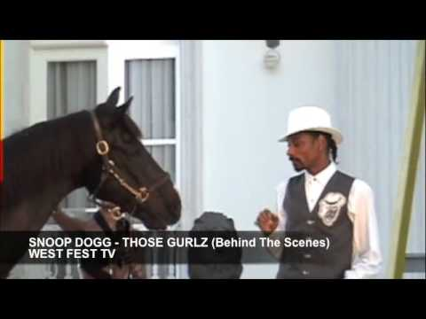 Snoop Dogg feeding a horse (Those Gurlz — Behind The Scenes)