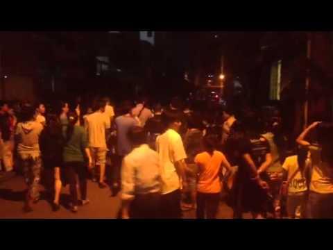 Ý thức người dân quanh lễ tang Wanbi Tuấn Anh. Lúc này là 23:30