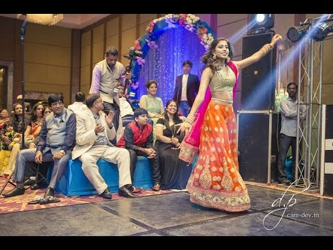 Indian Wedding Dance Performance: Chunnari Chunnari, Channe Ke Khet, Banno