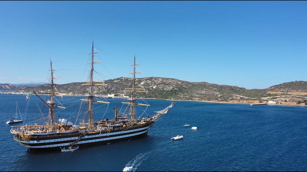 Marina Militare - nave Vespucci durante la sosta nell'arcipelago della Maddalena