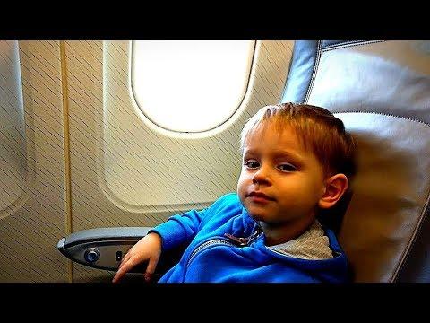 Первый полет на самолете Летим в Египет 2018 Детский влог Гришка и его детский канал игрушки машинки