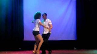 Видео: Ataca y La Alemana - 2010 Sydney International Bachata Festival