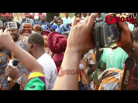 See How Crowd Gather Alaafin Of Oyo as He Spray Money At Naming Of His 2Wives That Gave Birth 2Twins