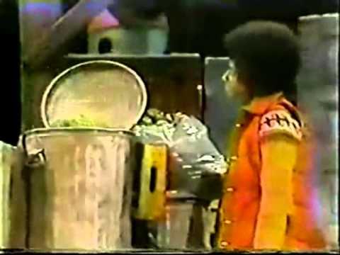 Michael Jackson and Oscar the Grouch on a Sesame Street Christmas ...