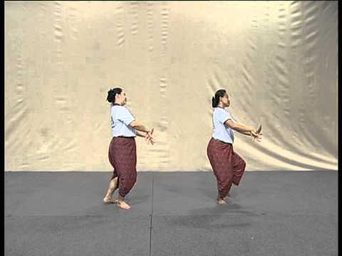 รำแม่บทใหญ่ The Mae Bot Yai Dance