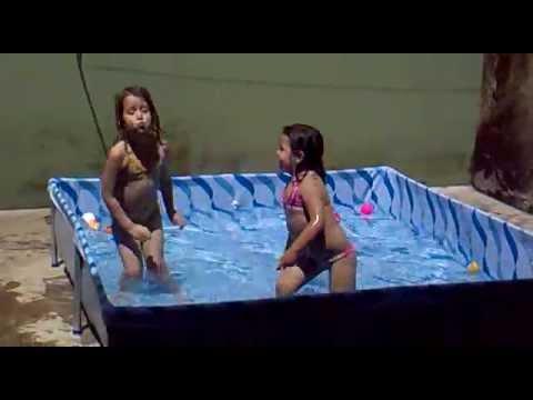 thais dançando piscina