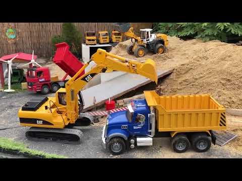 RC excavator and Truck in Action!