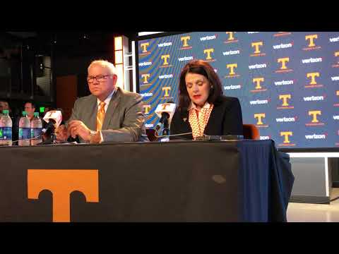 UT-Knoxville chancellor Beverly Davenport talks AD change to Phillip Fulmer