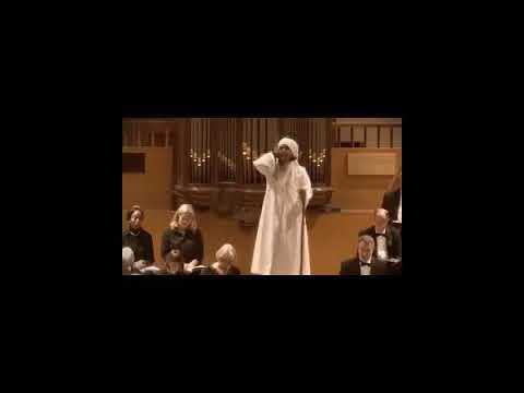 شاهد المفاجأة بعد دخول إمام على كنيسة أثناء القداس ورفع الأذان