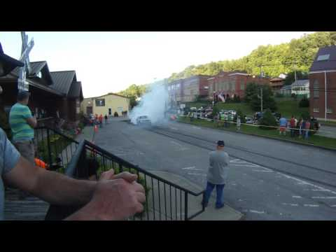 Classic Mustang doing a burnout at Jenkins, KY cruise-in & burnouts! 2017