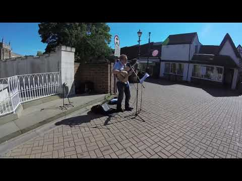 O Telefone Tocou Novamente - Performed by Dave Holmes, Hitchin, UK, 10th September 2015