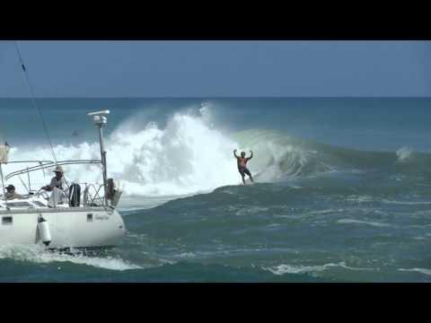 Ala Moana Bowls Live Surf Video