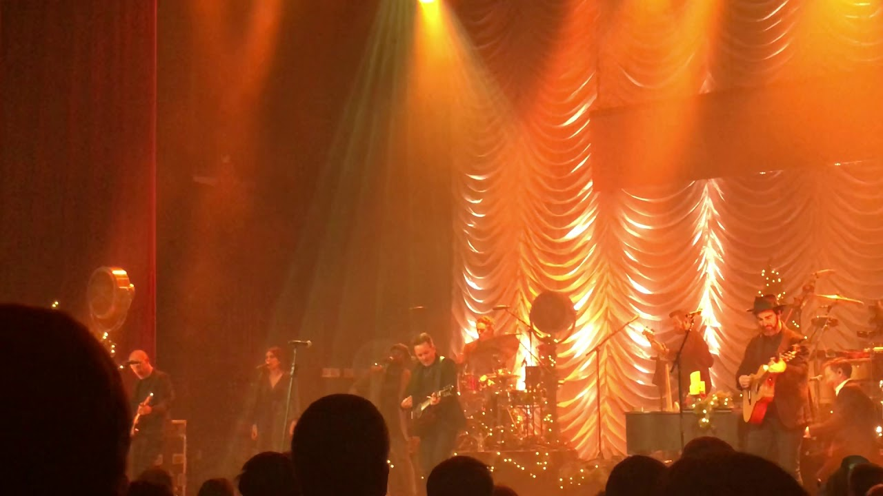 Chris Tomlin ft. We The Kingdom Christmas concert 12/11/19 - YouTube