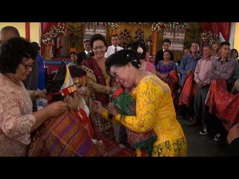 Boan Au..Acara adat batak.. Seruuu,  lucu,  romantis,  smua undangan ikut bernyanyi dan senyum2..