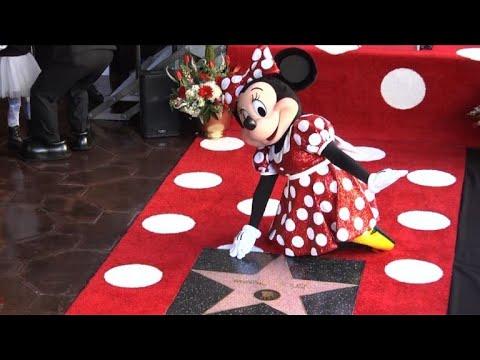 Minnie ganha estrela na calçada da fama