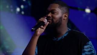 Jhour Bayron faz animada apresentação de Billie Jean e conquista 87 jurados do Canta Comigo