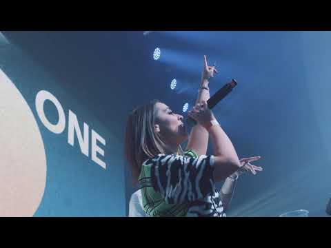 MK x Raphaella perform 'ONE NIGHT' 👆🏽🌘 Live @ Brixton Academy London