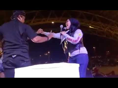 Download Adu Panco Binaragawati ANOY ROZ  VS Master Magic BENDRAT  & Binaragawati kena Hipnotis haha