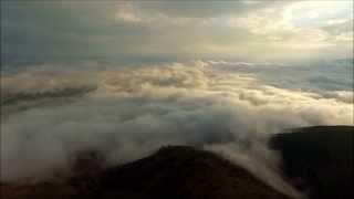 Volando sobre las nubes, cerro San Cristobal