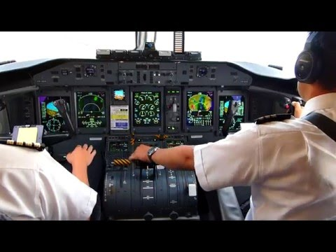 On the Flight Deck Bombardier Dash 8 Q400 (3)  - No music soundtrack ... (ツ)