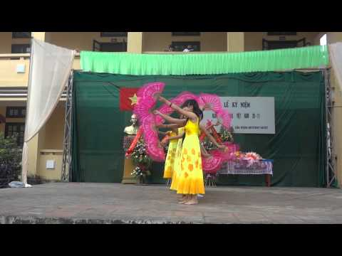 """Múa """" Người thầy năm xưa"""" -  HS lớp  9B THCS Cần Kiệm biểu diễn trong lễ kỷ niệm  20/11/2013"""