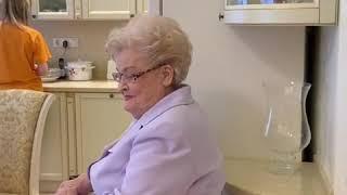85 летняя мама Елены Малышевой снялась в шоу Жить здорово!