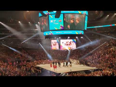 [FANCAM] KCON LA 2017 - Artist Announcement