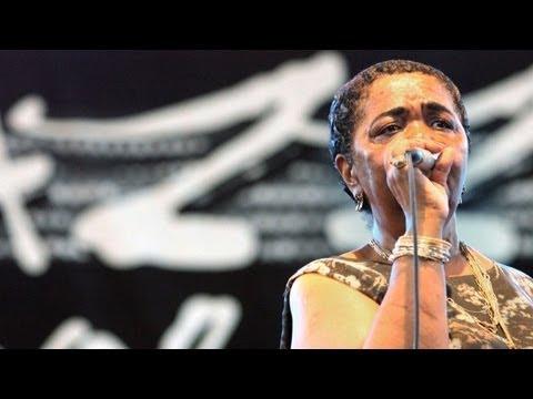 Cape Verde's 'barefoot diva' Cesaria Evora dies