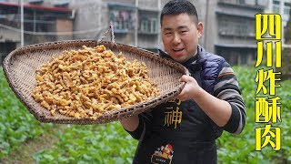Xiaochu makes the crispy  meat using 5kg pork and 16 eggs .  the hot pot with it , so delicious!