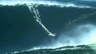 Cерфер случайно покорил 27-метровую волну