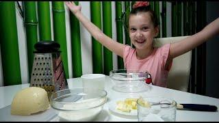 Мирослава учит готовить сырные сконы